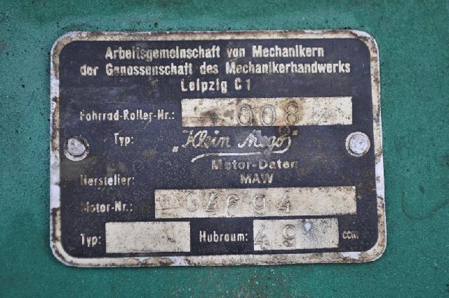 """Le """"Klein Mego"""" l'aïeul des Simson, IWL et MZ... Motor_roller1_typenschild"""